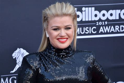 Kelly Clarkson, Gwen Stefani to perform during 'Christmas